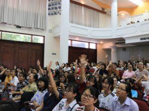 12 - hs giơ tay trả lời quiz