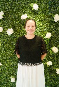 Cô Tô Thị Thu Hương (12/3/1961). Cô từng đảm nhiệm vị trí giảng viên chính, trưởng khoa Ngôn ngữ và văn hoa các nước nói tiếng Anh.