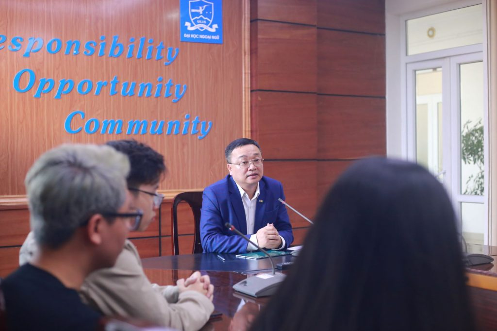 Hiệu trưởng Đỗ Tuấn Minh tại buổi gặp mặt