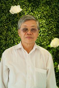 Thầy Nguyễn Bá Ngọc (13/05/1948). Thầy công tác tại trường từ năm 1972 đến năm 2010. Năm 1975 đến năm 1977, thầy đảm nhiệm vị trí tổ trưởng tổ Tiếng Anh 1. Từ năm 1979, thầy giảng dạy tại tổ Giáo học pháp.